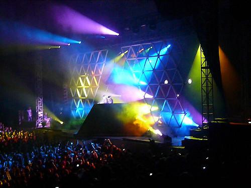 Daft Punk hersenspoelt de wereld in 2007 met hun buitenaardse lichtshow - Foto via Flickr: Morgan Sherwood