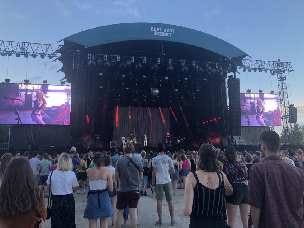 Carly Rae Jepsen live op mainstage